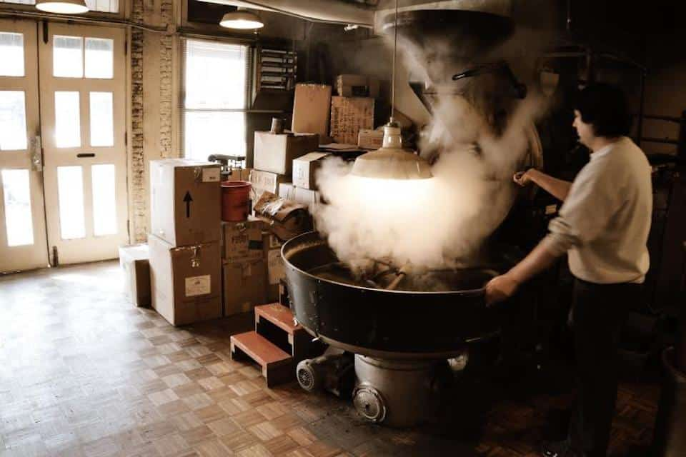 Roasting coffee beans in a drum roaster