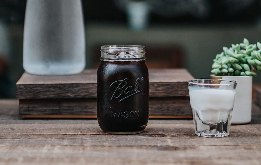An easy recipe for cold brew coffee in a mason jar